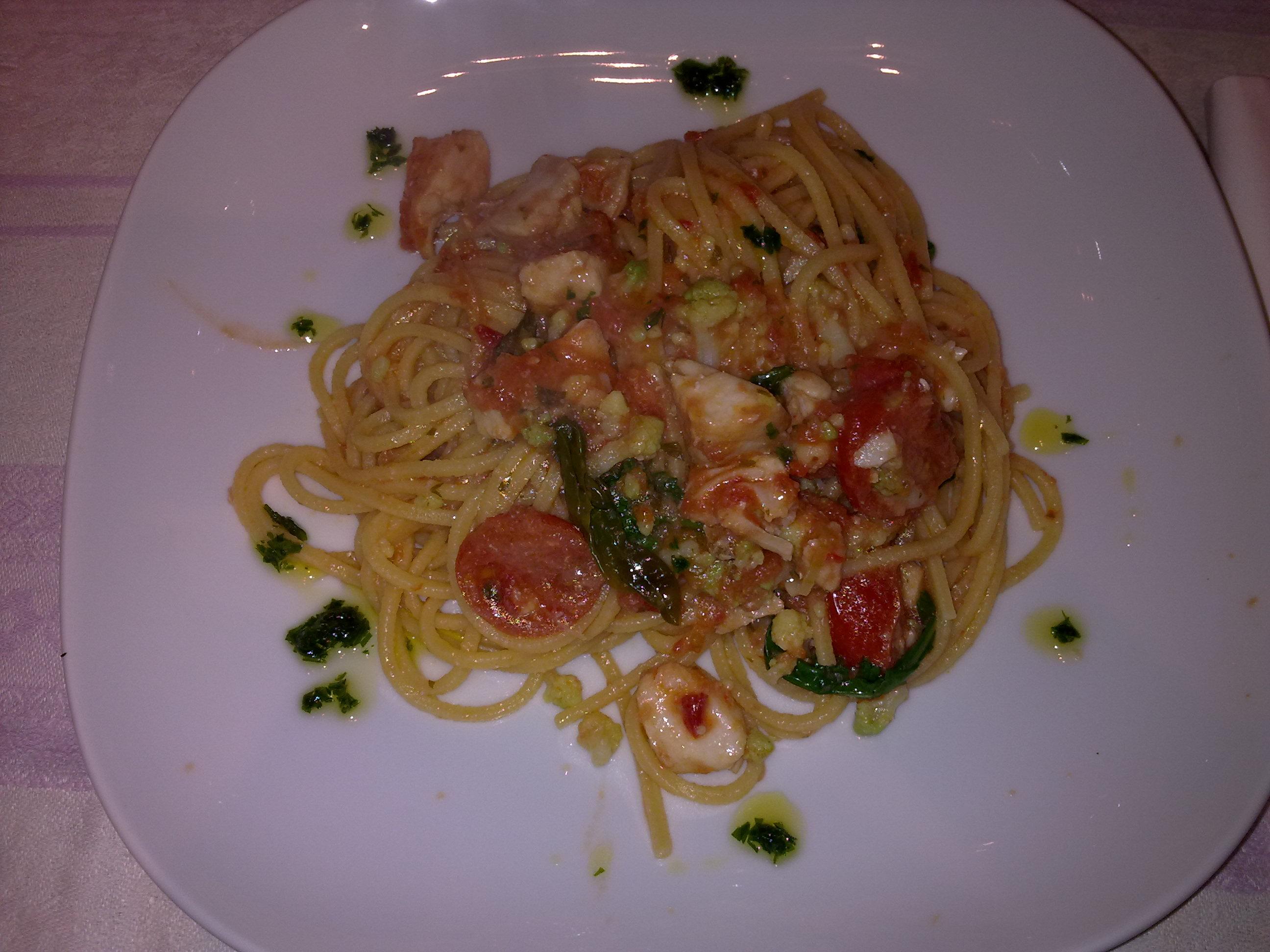 Spaghetti alla chitarra con ragout di pesce cappone e broccoletti romaneschi