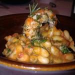 Coccini di fagioli cannellini al peperoncino con gamberi al rosmarino